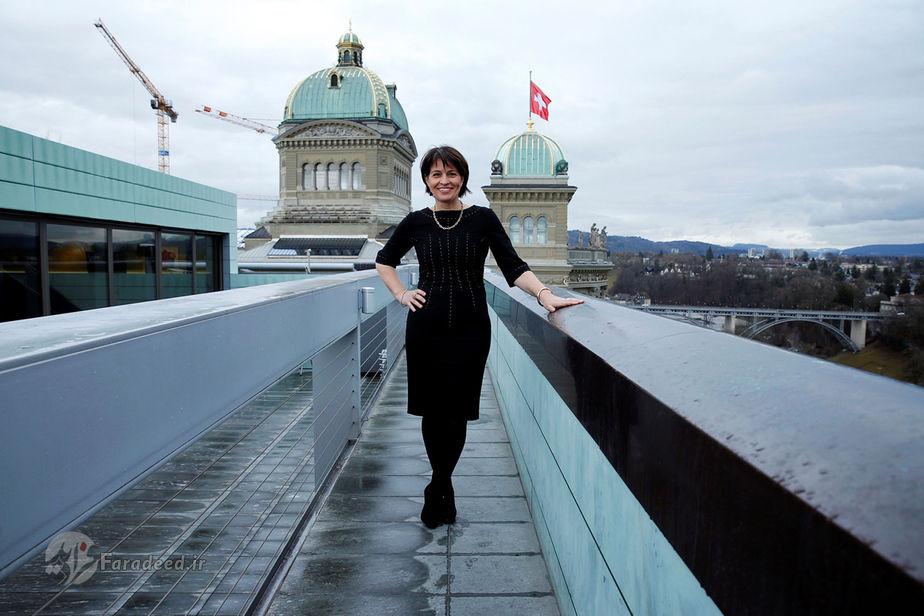 دوریس لوتارد، 54 ساله، سیاستمدار ( کارنامه او شامل عناوینی چون ریاست جمهوری، وزیر محیط زیست، وزیر حمل و نقل، وزیر انرژی، و وزیر ارتباطات است.)، سوئیس
